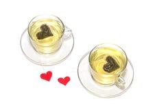 Två kuper av tea med hjärtor Arkivfoton