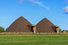 Två kupollagringsbyggnader Arkivbild