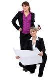 Två kvinnliga arkitekter Arkivfoton