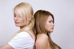 två kvinnor royaltyfria bilder