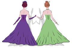 Två kvinnor på bollen i klänningar Arkivfoton