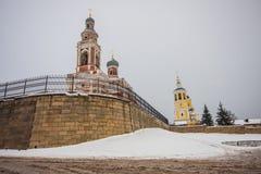 Två kyrkor i vinter Arkivfoto