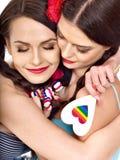 Två lesbiska kvinnor med hört Royaltyfri Bild