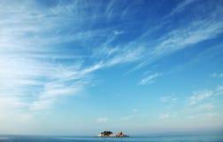 Två lilla öar Katic och Sveta Nedjelja arkivfoto