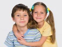 Två lilla barn tillsammans Royaltyfri Fotografi