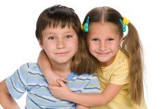 Två lilla lyckliga barn Royaltyfri Bild