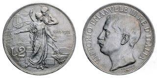 Två Lire årsdagVittorio Emanuele III för silvermynt 1911 femtionde kungarike av Italien Arkivbild