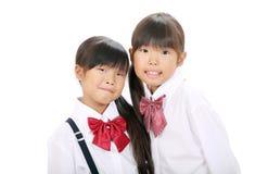 Två little asiatiska schoolgirls Fotografering för Bildbyråer
