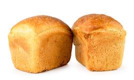 Två loaves av brödnärbild på ett vitt isolerat royaltyfri foto