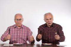 Två män med tomma plattor royaltyfria bilder