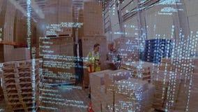 Två män som arbetar på ett lager arkivfilmer