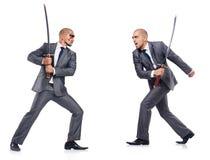 Två män som figthing med svärdet Arkivfoto