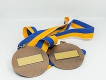 Två medaljer med blåa och guld- band Arkivbild