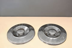 Två metalllock Fotografering för Bildbyråer