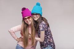 Två modeller av kvinnor i studion Royaltyfria Foton