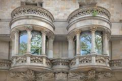 Två modernistiska stilbalkonger forntida arkitektur Royaltyfri Bild