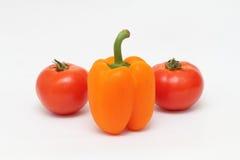 Två mogna tomater och peppar Royaltyfri Fotografi