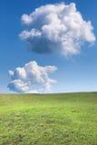 Två moln över bergäng Royaltyfri Foto