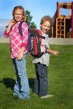 Två morgonskolaungar Fotografering för Bildbyråer