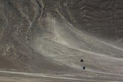 Två motorcyklar på den magnetiska kullen i Leh, Ladakh Royaltyfri Bild