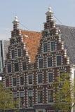 Två motsvarande gavlar av Haarlemen skriver, Holland royaltyfria foton