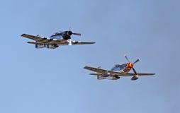 Två mustangkämpar för tappning P-51 Royaltyfri Bild