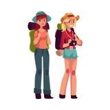 Två nätta flickor som reser och att lifta med ryggsäckar och kameran stock illustrationer
