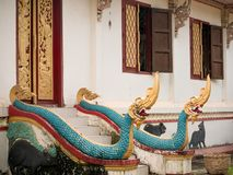 Två Naga i huvudsaklig tempel Arkivfoton