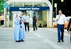 Två nunnor som har gyckel Royaltyfria Foton