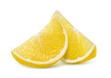 Två nya citronfjärdedelskivor som isoleras på vit Arkivbild