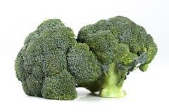 Två nya mogna broccolihuvud royaltyfria bilder