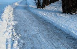 Två olika vandringsled i vinter Arkivbilder