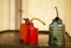 Två oljeCans Arkivfoto