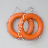 Två orange livcirklar Arkivbild
