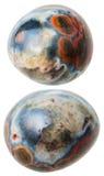 Två Orbicular) isolerade jaspisgemstones för hav ( Arkivbilder