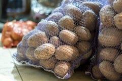Två påsar av potatisar i källaren Fotografering för Bildbyråer