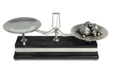 Två Pan Balance Scale And Platinum arkivfoto