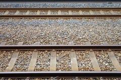 Två parallella järnvägsspår Arkivbilder