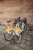Två parkerade cyklar för hyra Fotografering för Bildbyråer