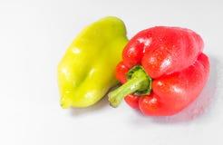 Två peppar gräsplan och rött Fotografering för Bildbyråer
