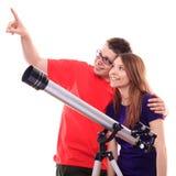 Två personer observerar till och med ett teleskop Royaltyfri Fotografi