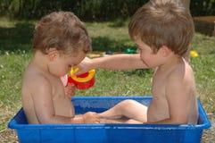 Två pojkar 3 arkivfoto