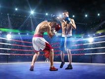 Två professionlboxare slåss på arenan royaltyfri fotografi