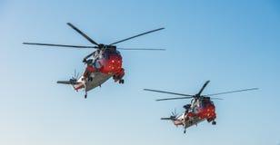 Två räddningsaktionhelikoptrar från HMS-havssula Fotografering för Bildbyråer