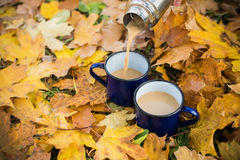 Två rånar av varmt kaffe arkivbild