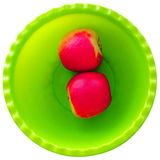 Två röda äpplen på bunken Arkivbild