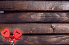 Två röda hjärtor på pinnar Royaltyfri Fotografi