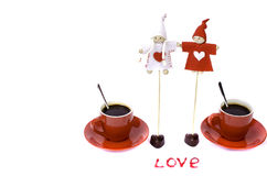 Två röda kaffekoppar, leksaker, orden Royaltyfri Foto