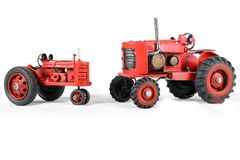 Två röda Toy Tractors Isolated Royaltyfri Foto