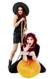 Två rödhårig mankvinnor med den blodiga handhalloween platsen Royaltyfri Fotografi